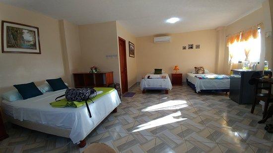 Puerto Baquerizo Moreno, เอกวาดอร์: Our spacious, clean triple room