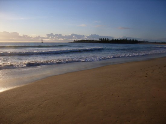 Bermagui, Australia: Moorheads Beach - 3 minute walk from Captain's Quarters