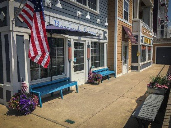 New Buffalo, MI: Beachside Scoops
