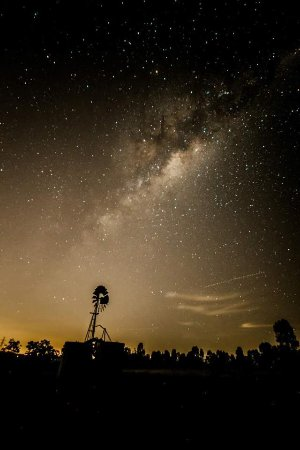 Purga, Αυστραλία: Milky way and the windmill.