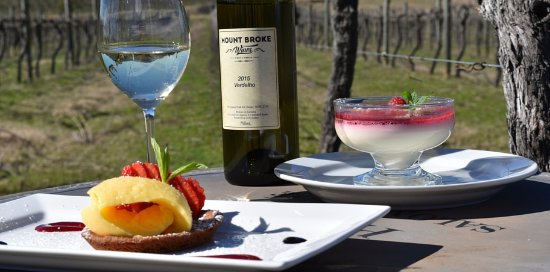 Broke, Australia: Dessert overlooking the vines