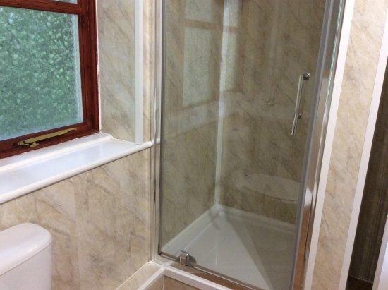Cleobury Mortimer, UK: Nice big bathroom