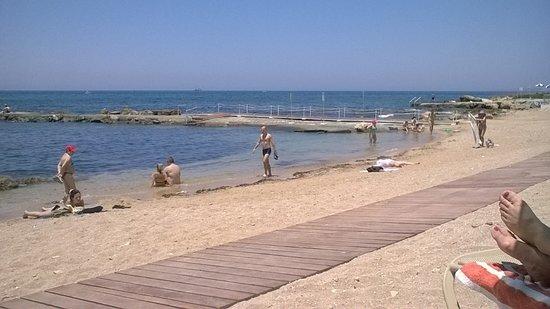 Kefalos Beach Tourist Village: shingle beach and rocky, we still got sunbeds at 10am