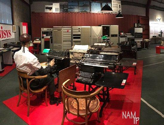 """Namur, بلجيكا: Exposition """"Aux sources du numérique, des machines qui comptent"""""""
