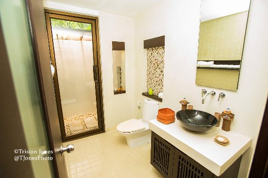 New Star Beach Resort: The bathroom with outdoor shower