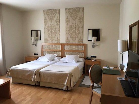 Parador de Vic-Sau: Très belle chambre et literie (Ch 210)