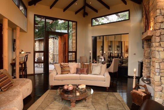 Harkerville, Sudafrica: Tsala Treetop Lodge Villa Lounge