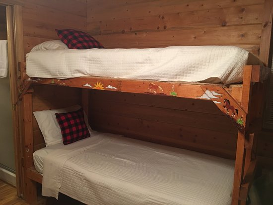 Shell Campground: Adorable bunkbeds, look at the detail work!