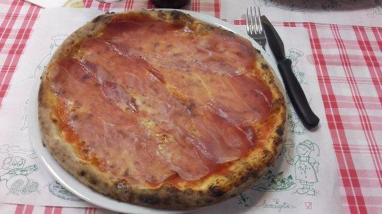 Pizzeria Cantina Fredda: Pizza con prosciutto San Daniele