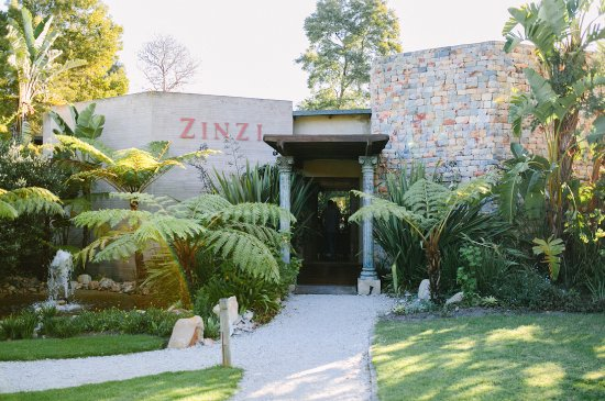 Harkerville, Sudáfrica: Zinzi Restaurant Entrance ©lindapauline.se