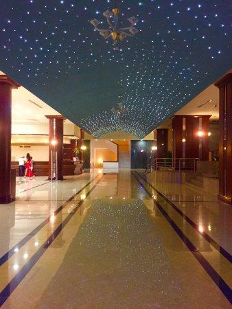 Kipriotis Panorama Hotel & Suites: Холл отеля