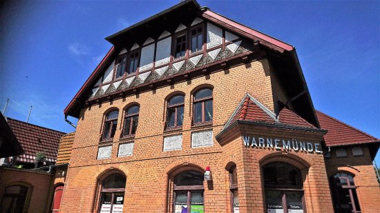 The mollie steam train warnemunde germany top tips for Hotel rostock warnemunde