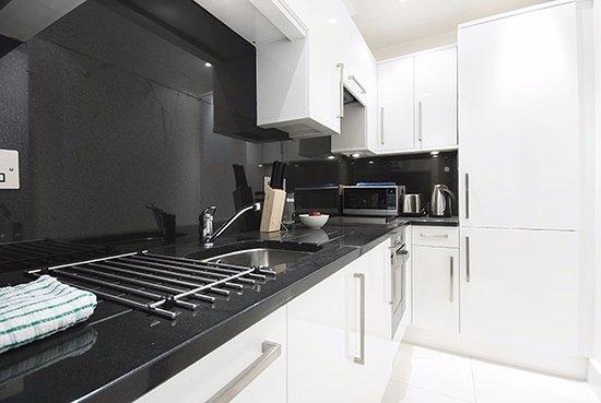 Chilworth Court Apartments: Kitchen
