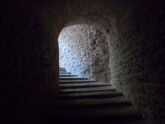 Lago di Mercatale - Sassocorvaro: la discesa al sotterraneo della fortezza