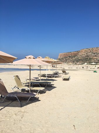 7€ pour deux transats et un parasol   Picture of Balos Lagoon