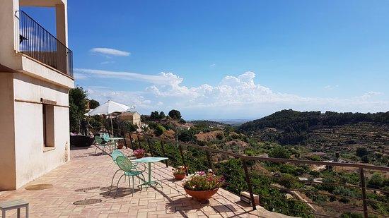Hospederia Bajo el Cejo: View from the terrace