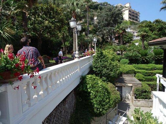 Grand Hotel Parco Del Sole: bridge entranceway