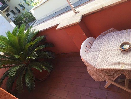 La Locanda del Manzoni : Un grazioso terrazzino, riservato e tranquillo.