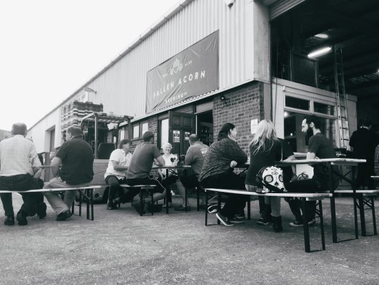 Gosport, UK: A busy night at the tap room
