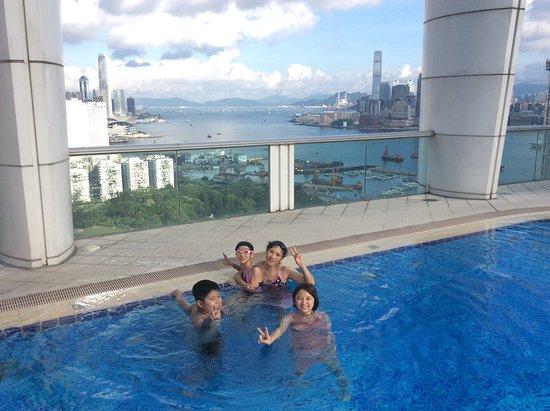Metropark Hotel Causeway Bay Hong Kong: 天台海景游泳池