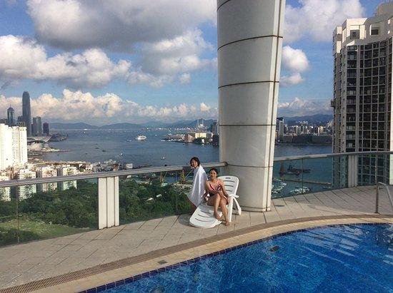 Metropark Hotel Causeway Bay Hong Kong: 非常棒的海景游泳池