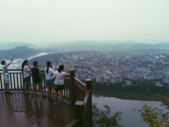 Langzhong, China: 閬中白塔