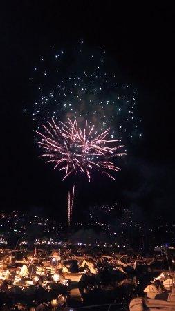 Incendio del Castello con la Processione Religiosa dei Crocifissi : I fuochi d'artificio.