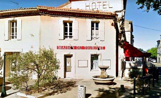Mouries, France: Poussez la porte du Bureau d'Informations!! Julia, Catherine et leurs bons plans vous attendent!