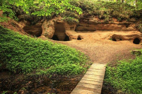 Dundaga, Lettonie : Liepniekvalks (Peldanga) caves. Photo: Ainars Gaidis