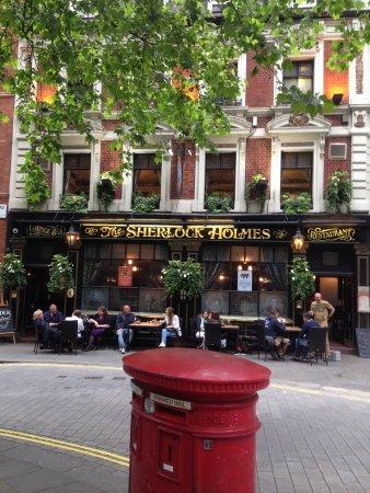 The Sherlock Holmes Public House & Restaurant : テラス席あります
