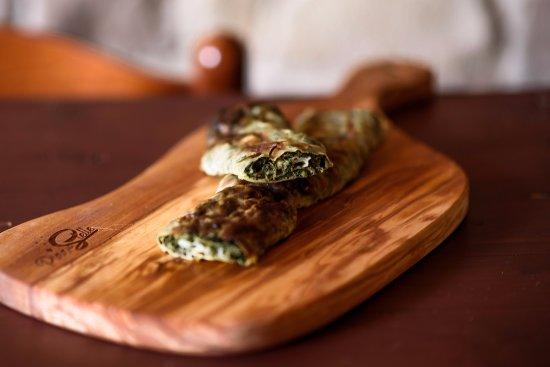 Il biscio, prodotto tipico di Nocera Umbra, erbe, formaggio in una sfoglia di uova e farina.
