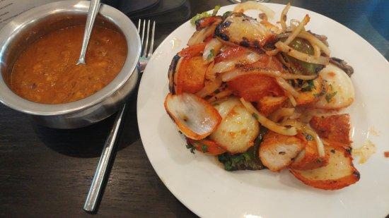 Radcliffe, UK: Poppadoms & chutneys, chicken shashlik, tandoori chicken