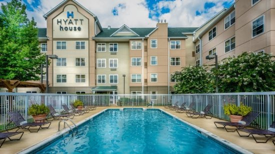 Hyatt House Herndon: Pool Area