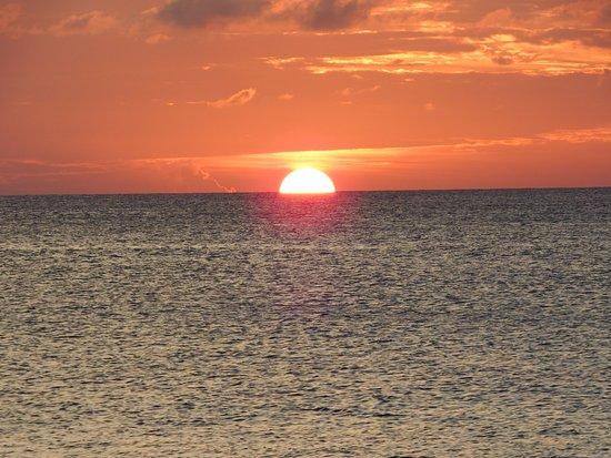 Sunset cove desde playa de siete millas islas for Apartahoteles familiares playa