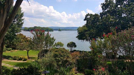 Lookout Point Lakeside Inn Photo