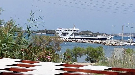 Pounta, Grecia: The ferry to Antiparos! We are just 10min away!