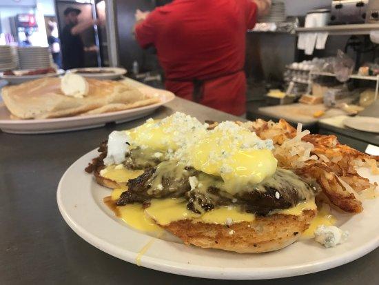 Southbridge, MA: Elm Centre Breakfast-Lunch