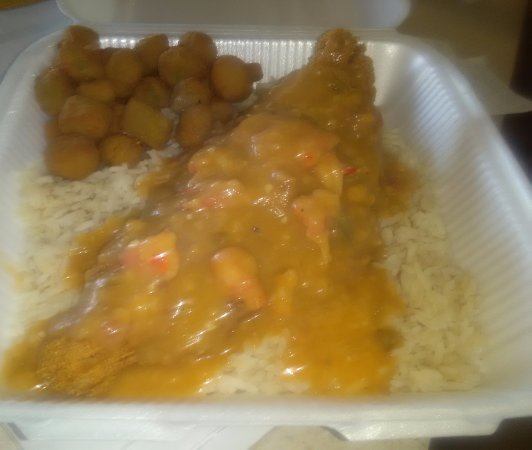 Rio Rancho, Νέο Μεξικό: Catfish smothered with  craw fish etouffee over rice with a side of okra