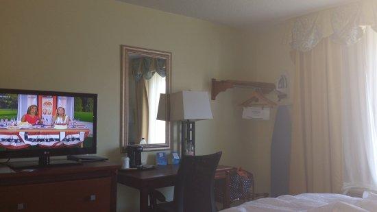 Baymont Inn & Suites Savannah Midtown: TA_IMG_20170704_100103_large.jpg