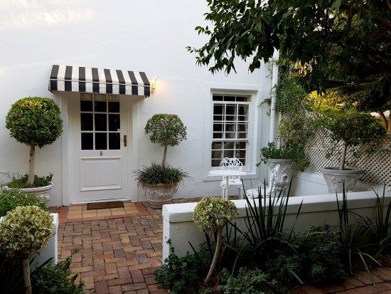 Maison Chablis Guest House: Bedroom 5 - Superior double room & garden patio -  garden patio