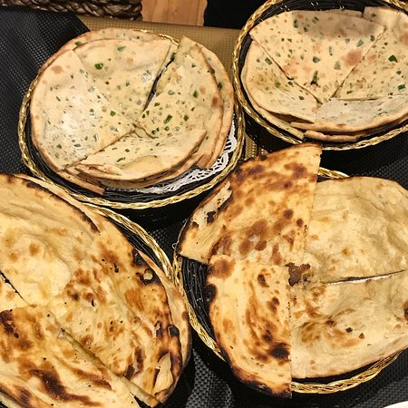 Pennant Hills, ออสเตรเลีย: Drink Beer Wine Scotch Curries Naan Butterchicken