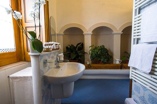 La camera da bagno dettaglio picture of agriturismo villa uva lucera tripadvisor - Agriturismo villa bagno ...