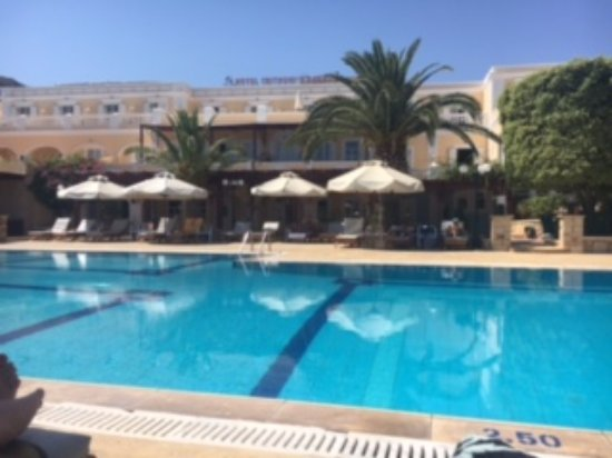 Crithoni's Paradise Hotel : Early morning at the pool!