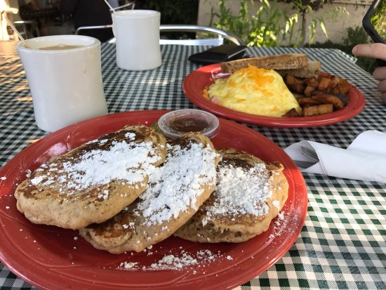 Eklecticafe: Whole wheat pancakes and Denver omelette