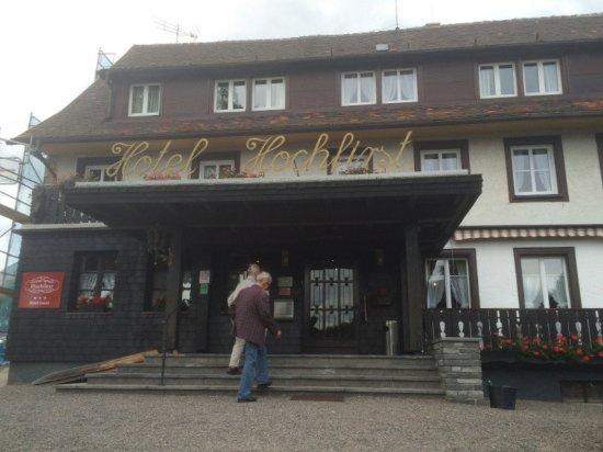 Lenzkirch, Deutschland: Hotellin sisääntulo. Myös invaluiska.