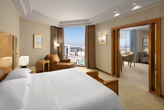 Sheraton Dammam Hotel & Convention Centre : Executive Suite- Bedroom