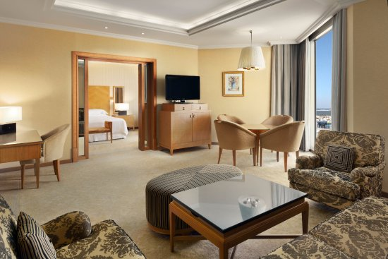 Sheraton Dammam Hotel & Convention Centre : Executive Suite- Living Room