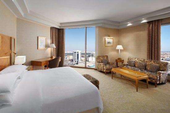 Sheraton Dammam Hotel & Convention Centre : Junior Suite- Bedroom