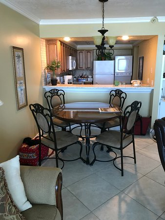 The Breakers at Fort Walton Beach: Diningroom/Kitchen