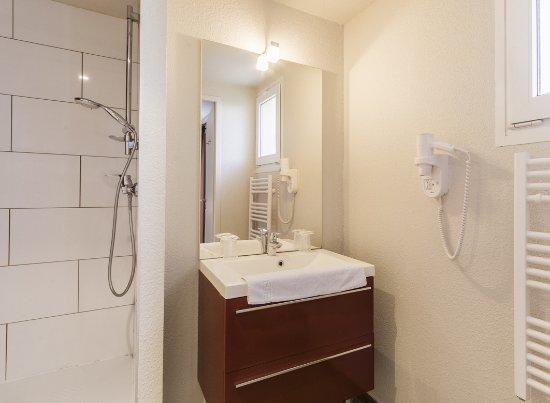 Pouzilhac, France: Toutes les chambres sont équipées de douche et... de sèche-cheveux